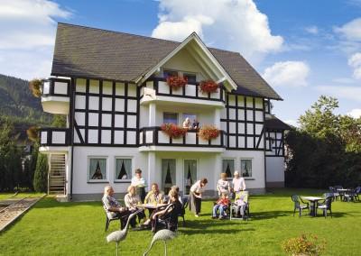 Hotel Flurschütz - Garten und Sonnenterrasse