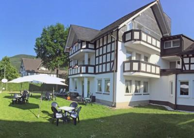Hotel Flurschütz - Garten und Liegewiese