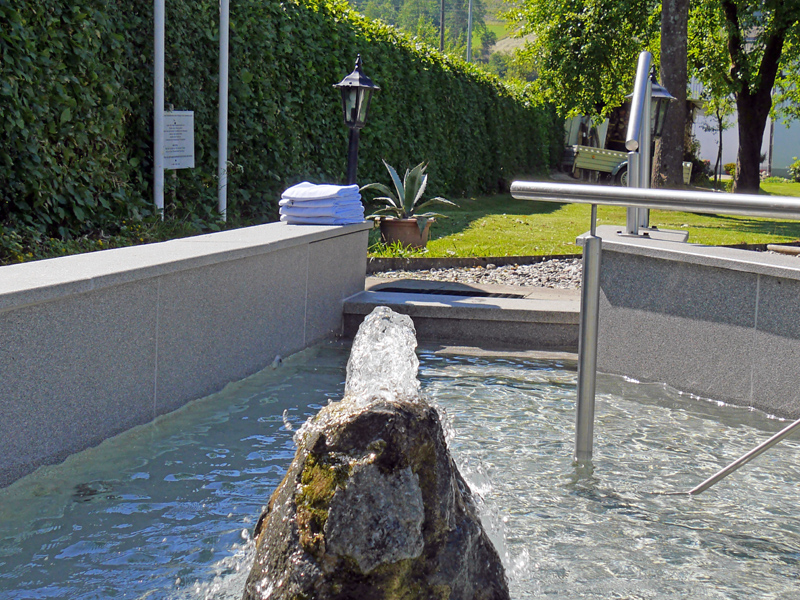 Wassertretbecken im Hotel Flurschütz